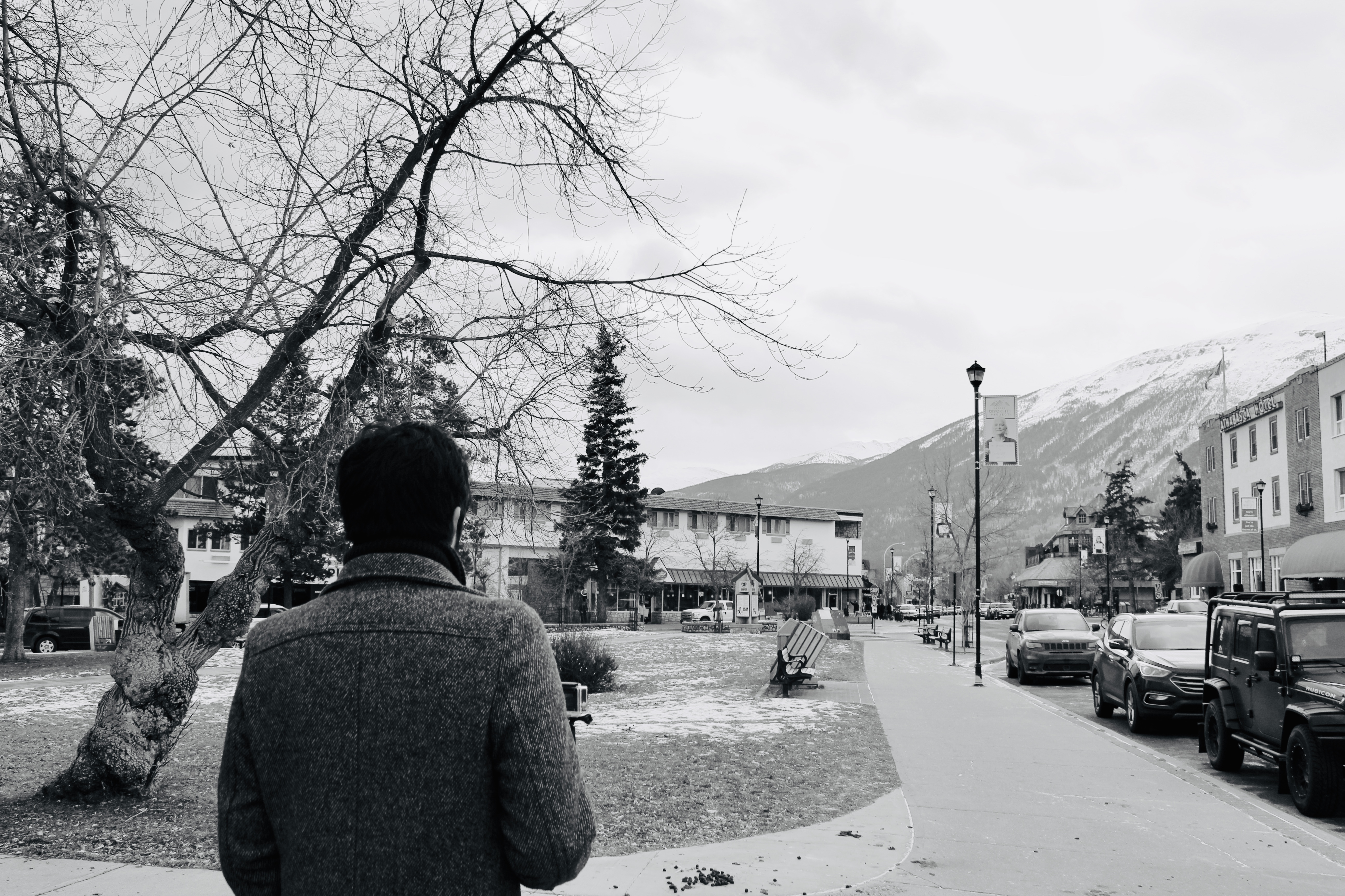 Where to Stay in Jasper   Walking through Town