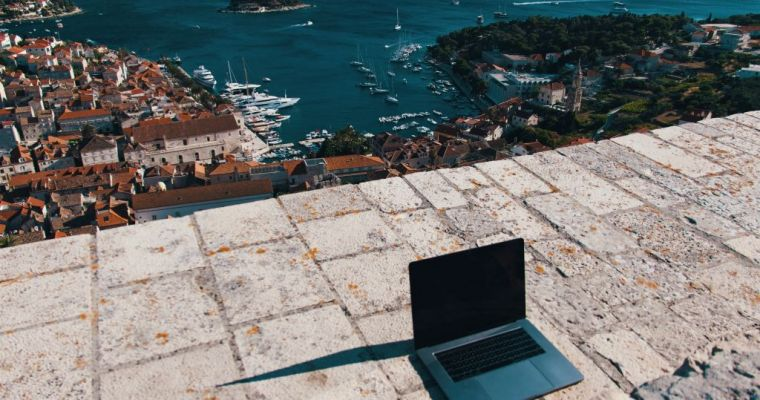11 Online Job Opportunities to Help You Make Money from Anywhere